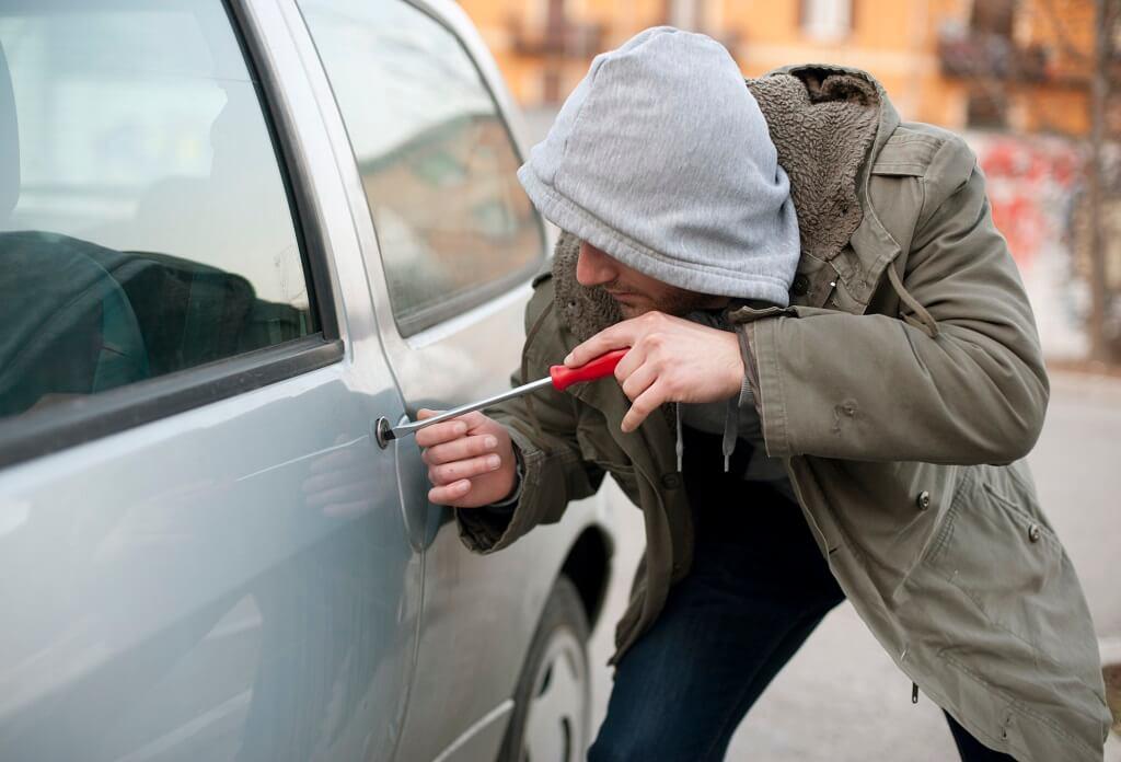 Conoce cómo te roban el auto para prevenir